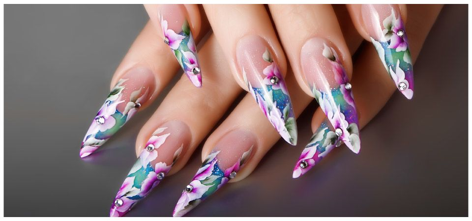 nails with flowers and jewels